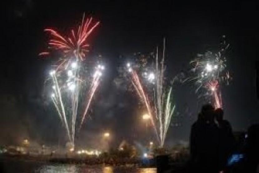 Suasana malam tahun baru di Ancol yang kerap diramaikan pengunjung