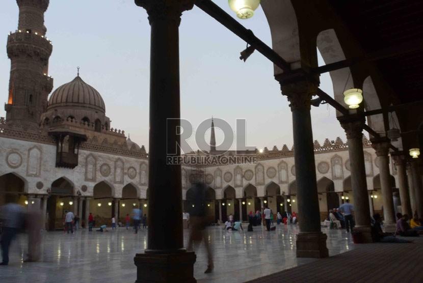 Suasana Masjid Al-Azhar yang terletak di kawasan Universitas Al-Azhar di Kairo, Mesir.   (Republika/Agung Supriyanto)