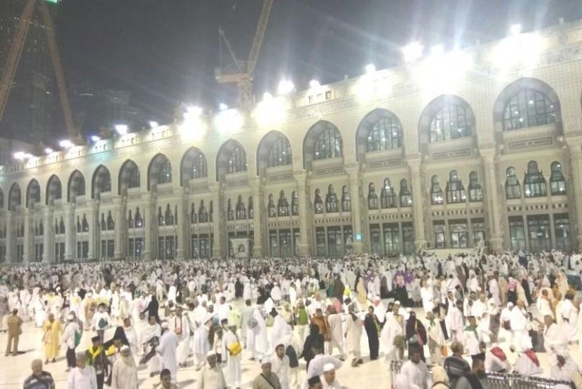 Suasana Masjid al-Haram usai Shalat Shubuh, Jumat (18/8)
