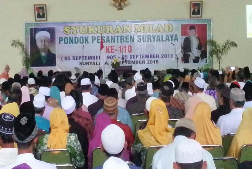 Suasana milad ke-110 Pondok Pesantren Suryalaya, Tasikmalaya, Jawa Barat, Sabtu (5/9).