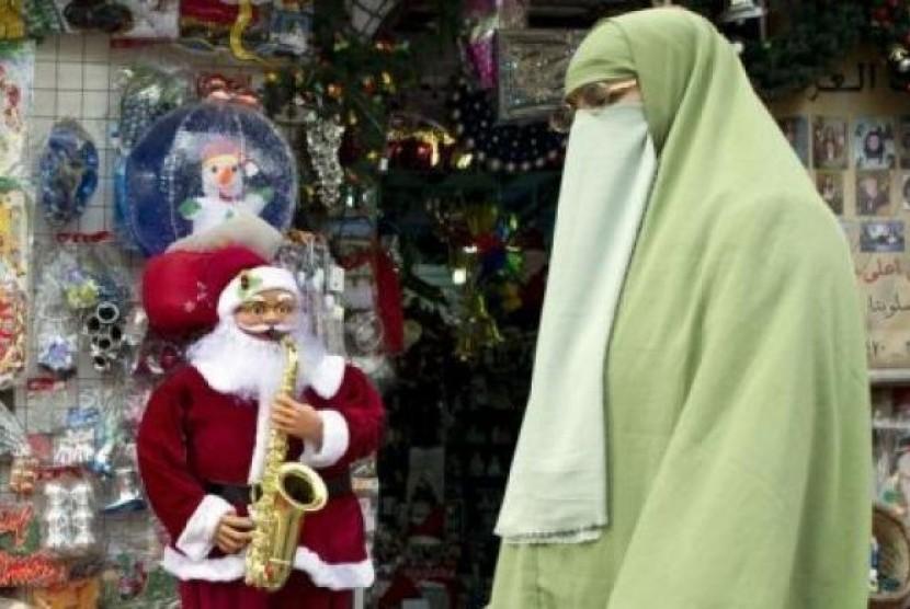 Natal di Negara Islam, dari Pelarangan Hingga Bagi Kado