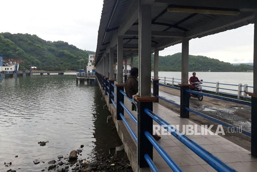 Belasan Pengungsi dari Bali Tiba di Pelabuhan Lembar