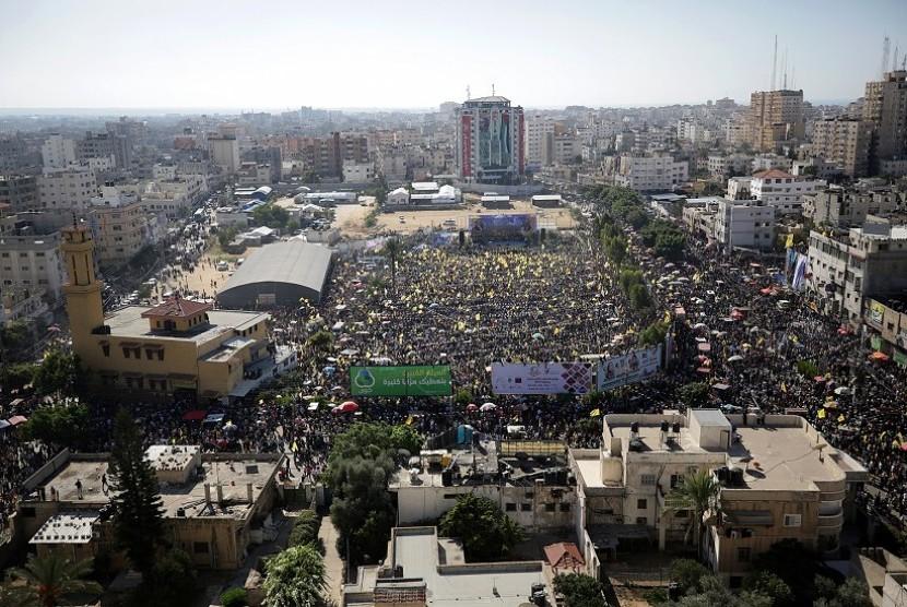 Puluhan Ribu Orang Peringati Hari Kematian Yasser Arafat