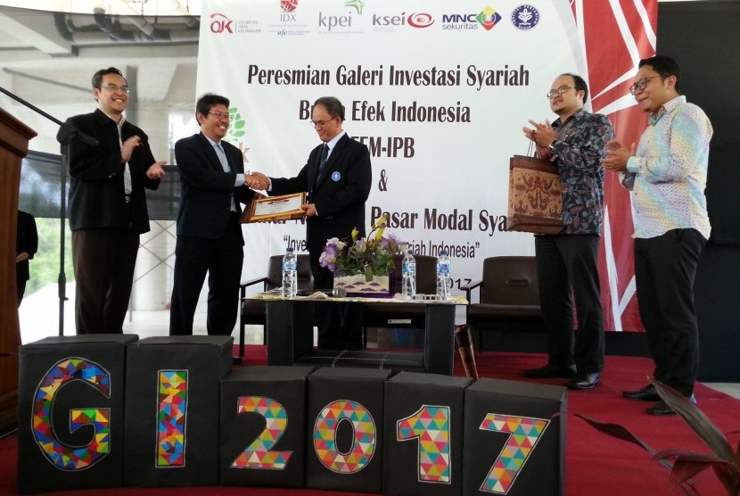 Suasana peresmian Galeri Investasi Syariah Bursa Efek Indonesia di Fakultas Ekonomi dan Manajemen (FEM) IPB, Kampus Dramaga, Bogor, Rabu (8/11).