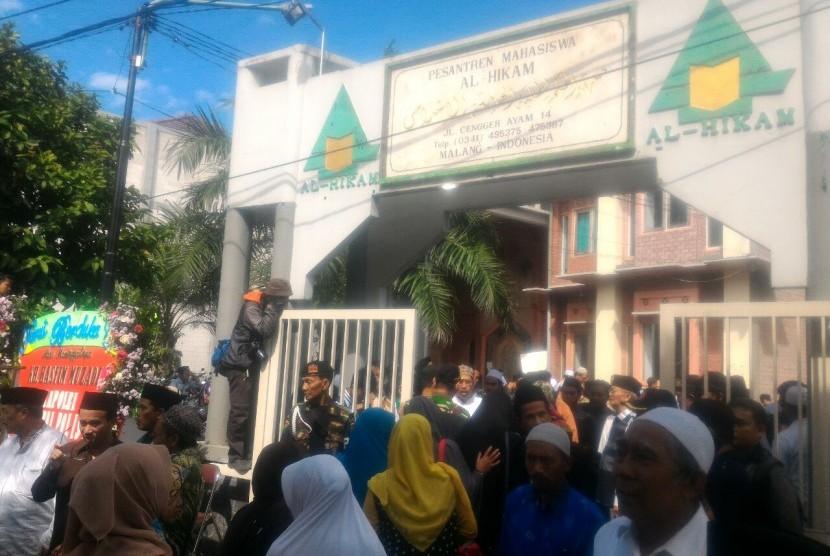 Suasana Ponpes Al-Hikam Kamis (16/3). Ribuan pelayat mendatangi kediaman almarhum KH Hasyim Muzadi.