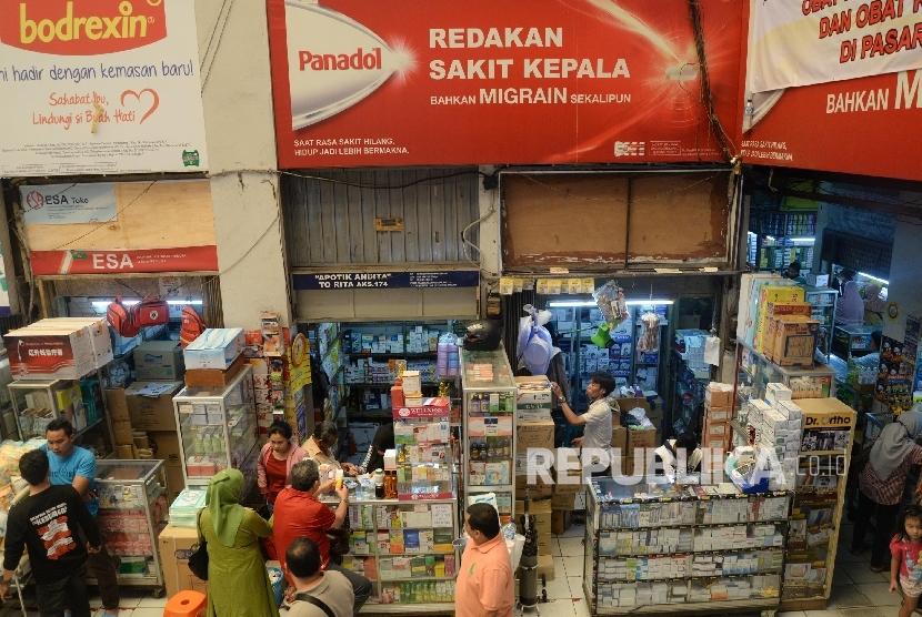 Suasana pusat perdagangan obat Pasar Pramuka, Matraman, Jakarta Timur. Peredaran obat kedaluwarsa perlu diwaspadai