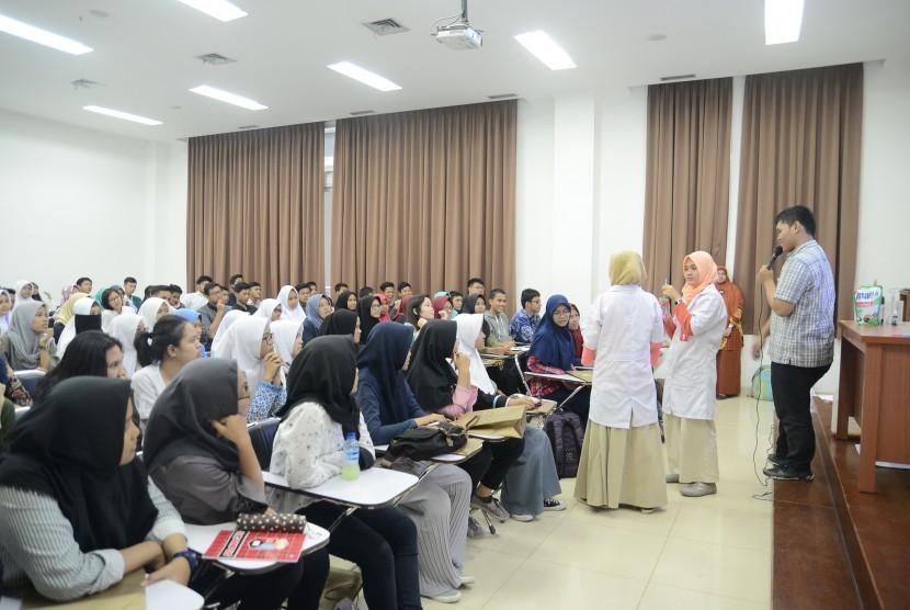 Suasana saat 2.300 siswa SMA se-Jadebotabek-Suci mengikuti satu hari kuliah di FMIPA IPB, Sabtu (19/8).