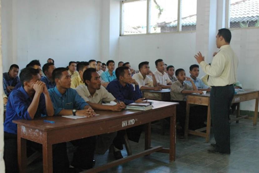 Suasana santri ketika belajar di Pondok Modern Gontor Ponorogo Jawa Timur (Ilustrasi)