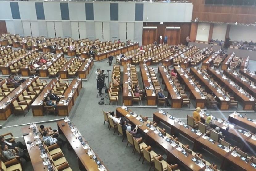 Suasana sidang paripurna ke-18 di Komplek Parlemen, Senayan, Rabu (14/2)