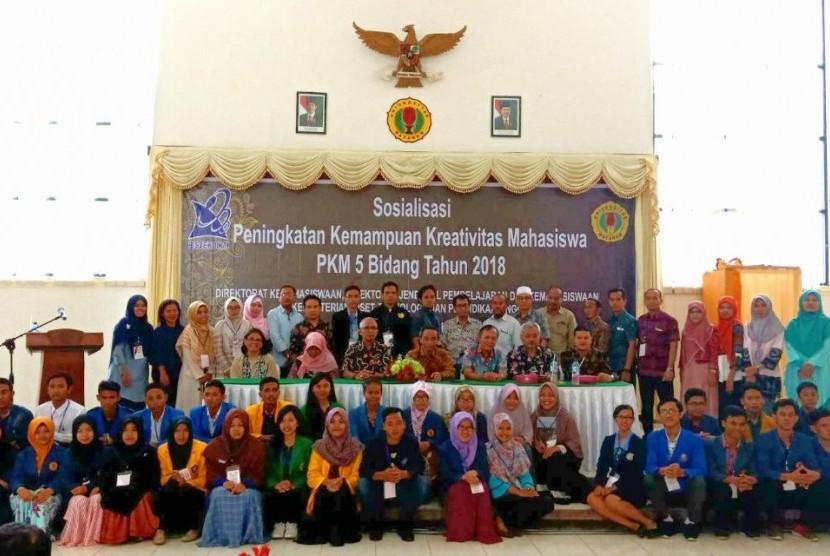 Suasana sosialisasi Peningkatan Kemampuan Kreativitas Mahasiswa di Mataram, NTB, Kamis (22/2).