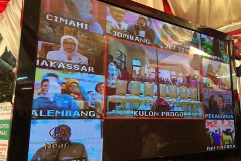 Suasana teleconference Ibu Mufidah Jusuf Kalla di Makassar dengan Ibu Iriana Joko Widodo di Yogyakarta pada Selasa (21/4)