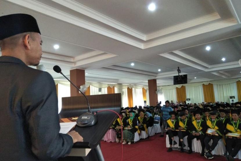 Suasana wisuda STEI SEBI ke-12 di Depok, Jawa Barat, Sabtu (18/11).