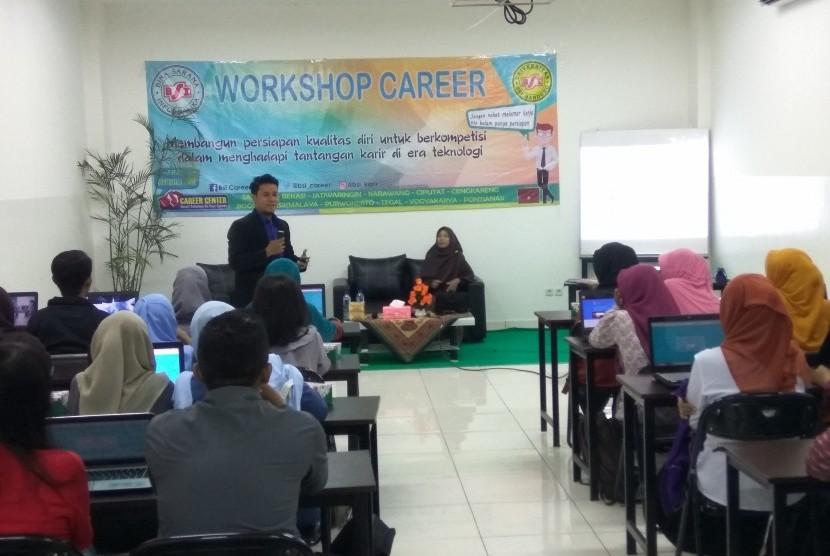 Suasana workshop karir AMIK BSI Karawang.