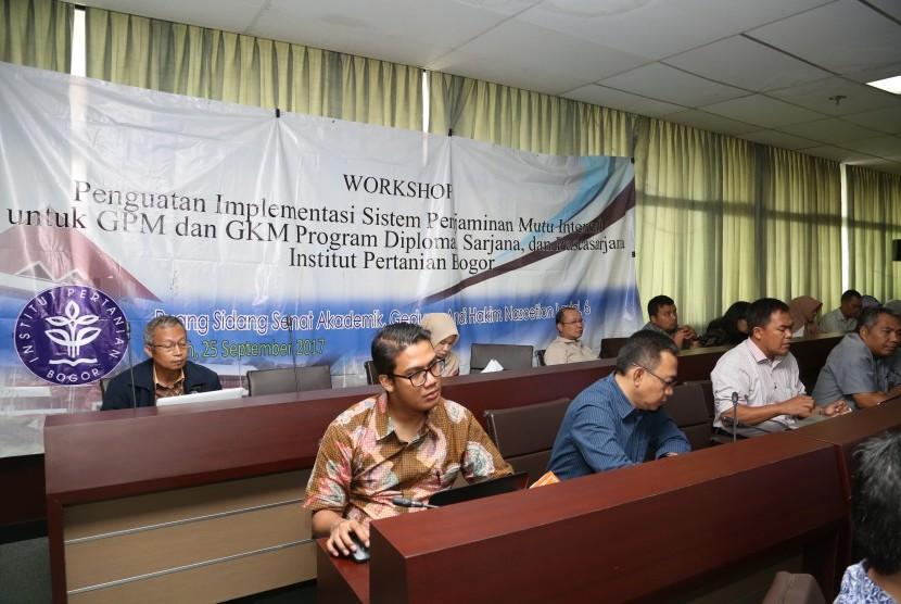 Suasana Workshop Penguatan Implementasi Sistem Penjaminan Mutu Internal untuk Gugus Penjaminan Mutu (GPM) dan Gugus Kendali Mutu (GKM) yang diadakan di kampus IPB Dramaga, Bogor, Senin (25/9).