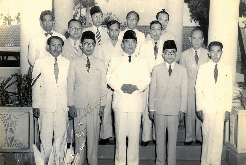 Sukarno bersama M Natsir