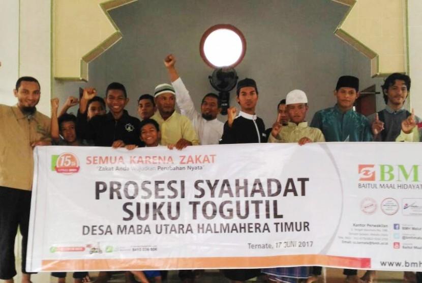 Suku Togutil di Halmahera, Maluku Utara, tertarik kepada Islam dan secara berangsur-angsur  menjadi Muslim.