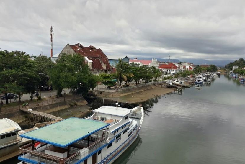 Sungai Batang Arau dipotret dari atas Jembatan Siti Nurbaya. Wilayah ini menjadi cikal bakal lahirnya Kota Padang Modern.