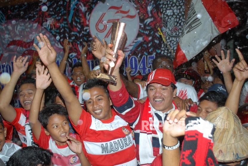 Suporter Madura United.