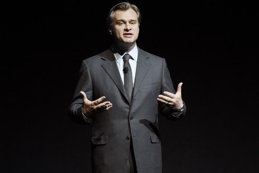 Sutradara Christopher Nolan.