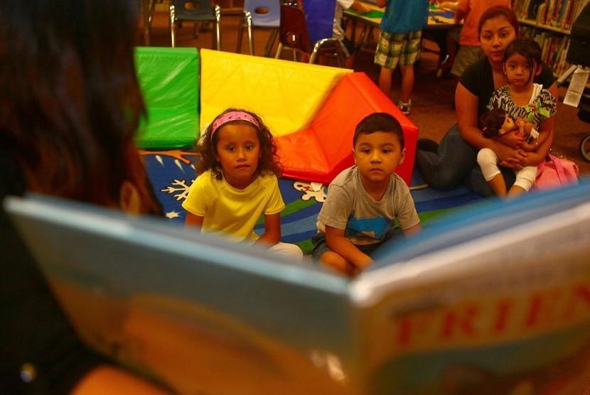 Tak sempat ke toko buku? Kini membeli buku secara digital bisa jadi pilihan bagi bacaan anak.