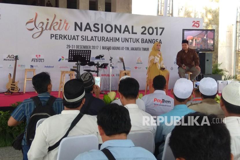 Talkshow Cahaya Hati dalam acara Festival Republik di Masjid Agung At-Tin, Jakarta Timur.