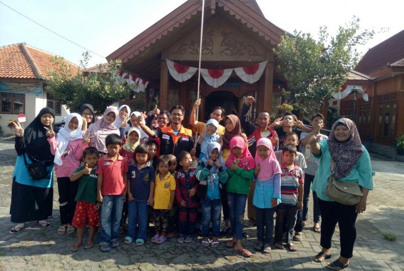 Taman Pendidikan Alquran Sumber Cahaya Ilmu (SUCI) di Desa Sumber bersama Rumah Zakat melakukan refreshing dengan berwisata ke Pancingan 100 Janti Klaten, Ahad (8/10).