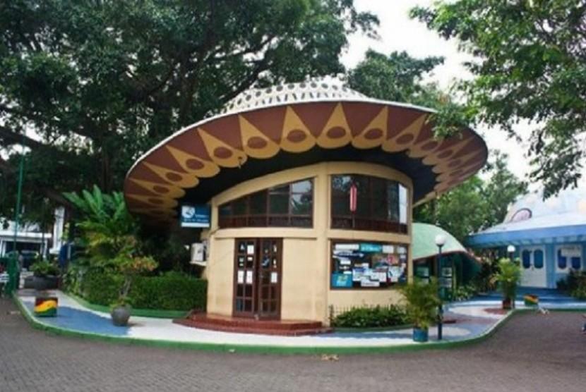 Taman Topi atau Plaza Kapten Muslihat