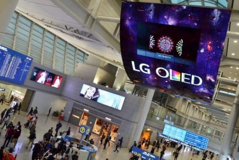 Tampilan panel OLED LG di bandara Incheon