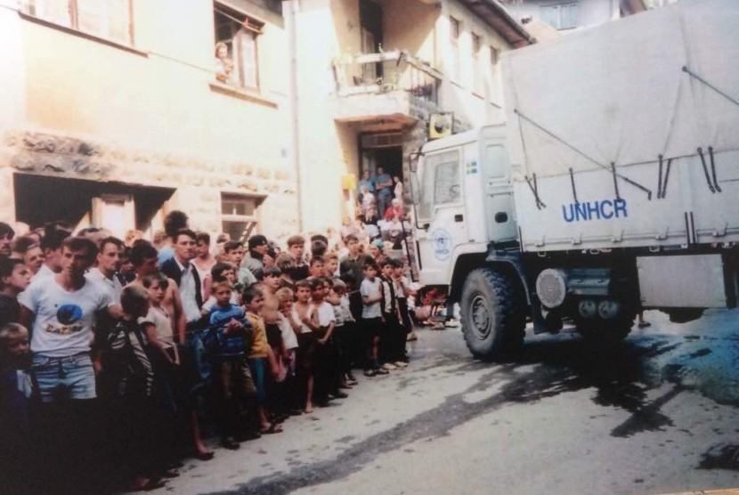 Diantara seluruh peristiwa pembantaian warga Bosnia, wilayah Serbenica merupakan yang paling tragis terkena pembantaian.  Apalagi wilayah itu sejak April 1995  sudah dinyatakan sebagai 'safe zone (wilayah aman) oleh pihak Persatuan Bangsa  Bangsa (PBB).