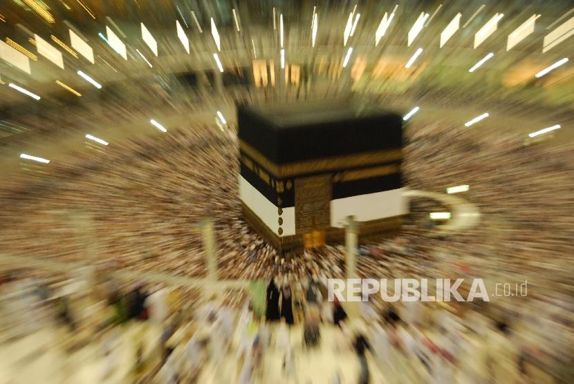 Tawaf  di masjidil Haram Mekkah