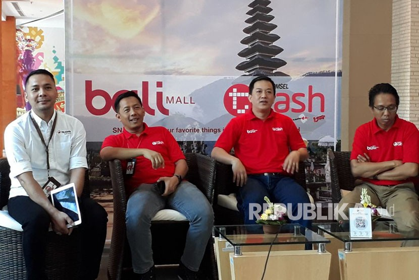 Telkomsel meluncurkan warung digital bekerja sama dengan Balimall menggunakan teknologi pembayaran elektronik Tcash berbasis SNAP QR Code seperti Alibaba.com.