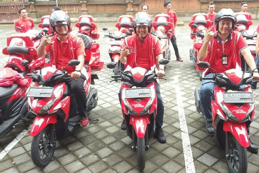 Telkomsel memperluas penetrasi pasar pengguna layanan broadband dengan mengerahkan armada sepeda motor Mobile GraPARI (MoGi) di Jawa Bali.