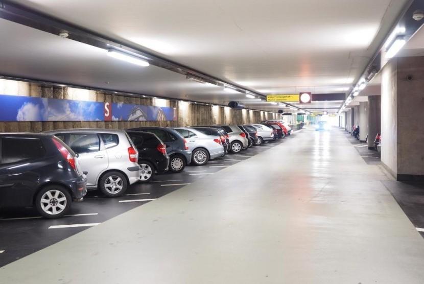 Tempat parkir.