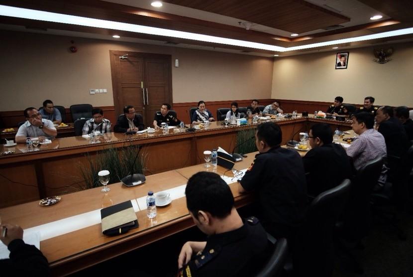 Temu wicara Bea Cukai dengan Asosiasi Industri Persepedaan Indonesia (AIPI), Asosiasi Pertekstilan Indonesia (API), dan Asosiasi Elektronik Indonesia (Gabel), Senin (10/7).