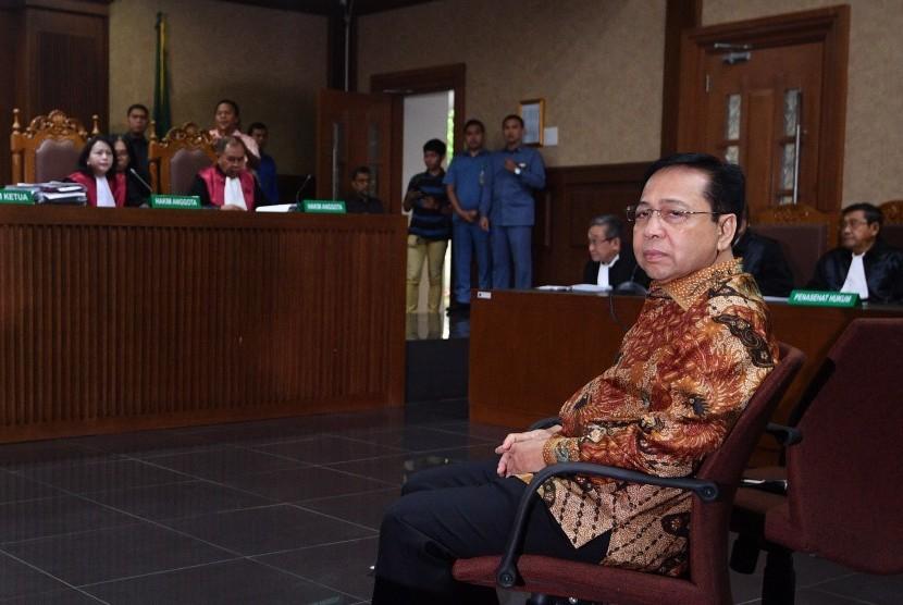 Terdakwa kasus korupsi KTP Elektronik Setya Novanto menjalani sidang putusan di Pengadilan Tipikor, Jakarta, Selasa (24/4).