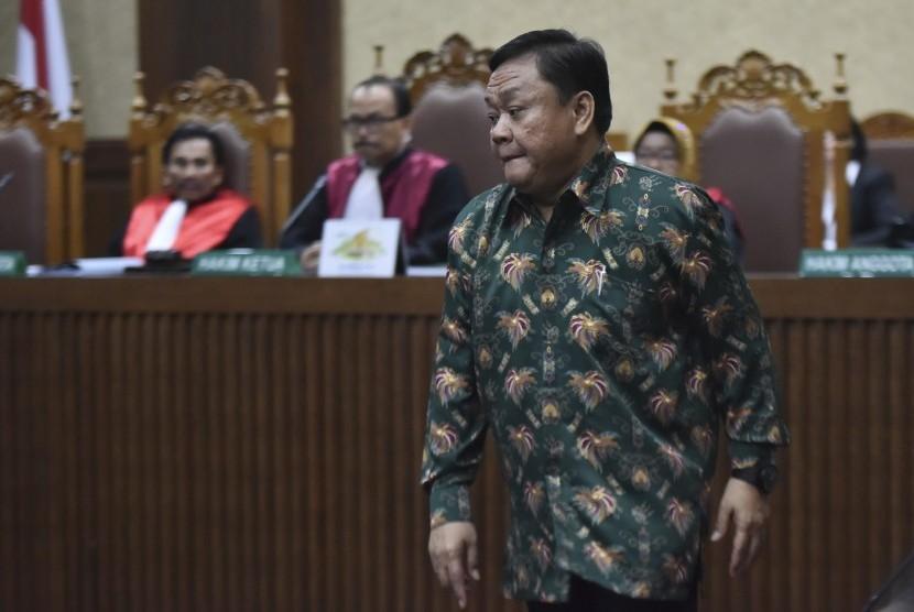 Terdakwa kasus suap pengadaan alat monitoring satelit di Badan Keamanan Laut (Bakamla) Eko Susilo Hadi mengikuti sidang dengan agenda pembacaan vonis di Pengadilan Tipikor, Jakarta, Senin (17/7).