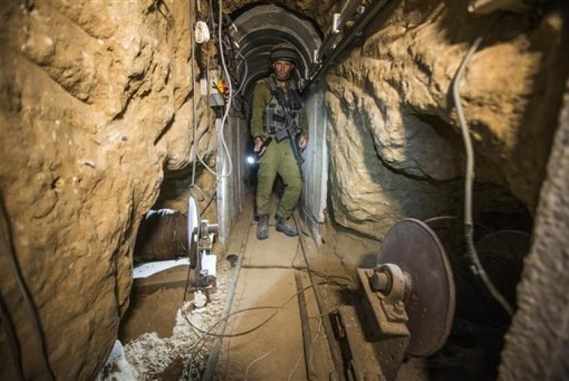 Terowongan Gaza-Israel yang dibangun pejuang Palestina.