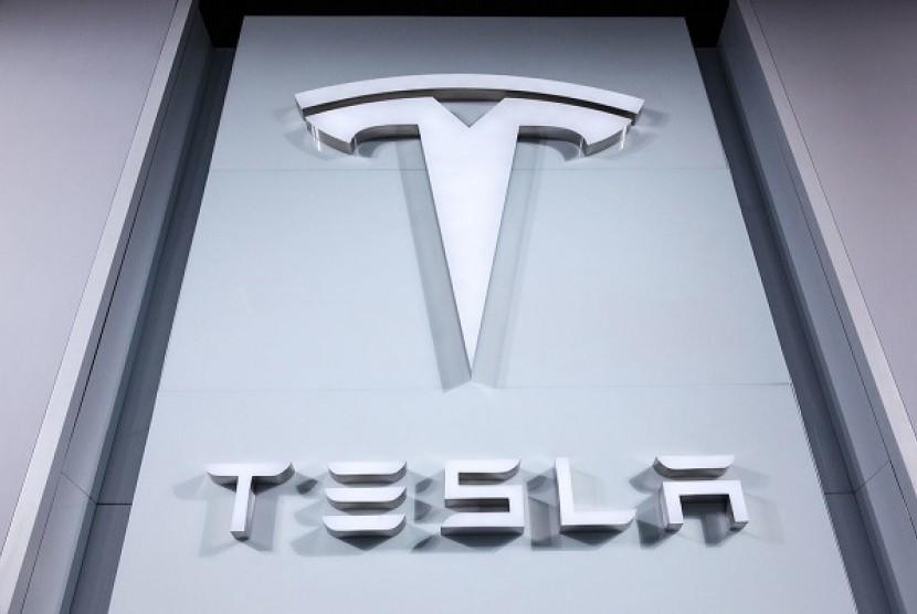 Tesla akan hadirkan truk bertenaga listrik.