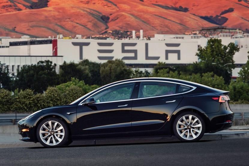 Pelanggan Tesla Model 3 Kecewa dengan Mobil Barunya