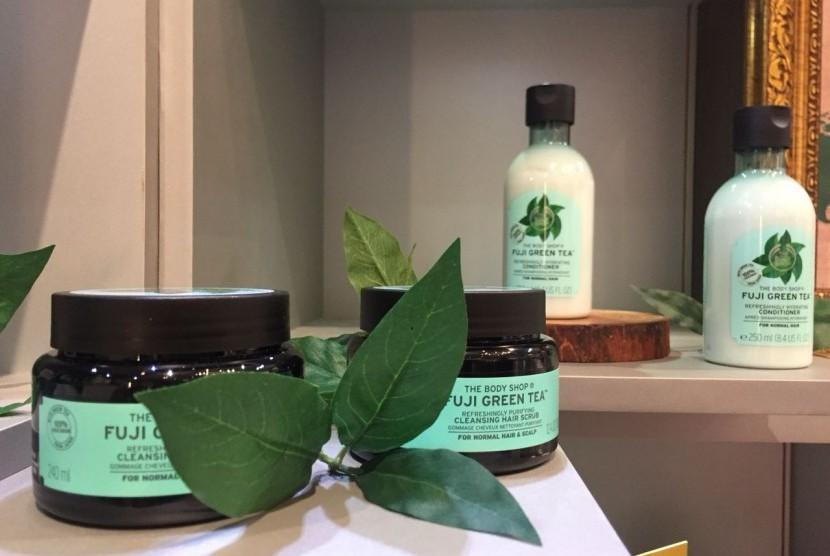 The Body Shop meluncurkan produk terbaru hair care 'Fuji Green Tea' di One Piece Hair Studio di Lippo Mall Kemang, Jakarta, Kamis (12/10).