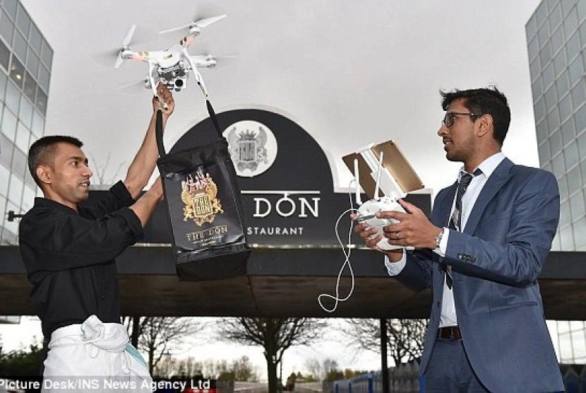 The Don menggunakan drone untuk mengantarkan pesanan makanan