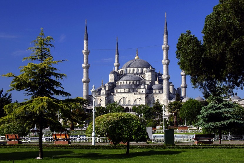 The Sultan Ahmed Mosque – Blue Mosque di Istanbul, Turki