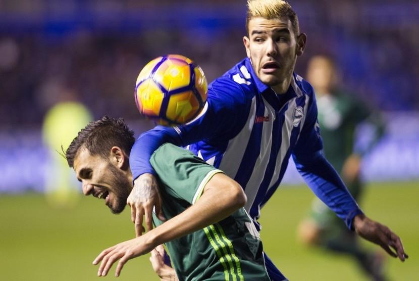 Bek Alaves Optimistis Kalahkan Barca di Final Copa del Rey