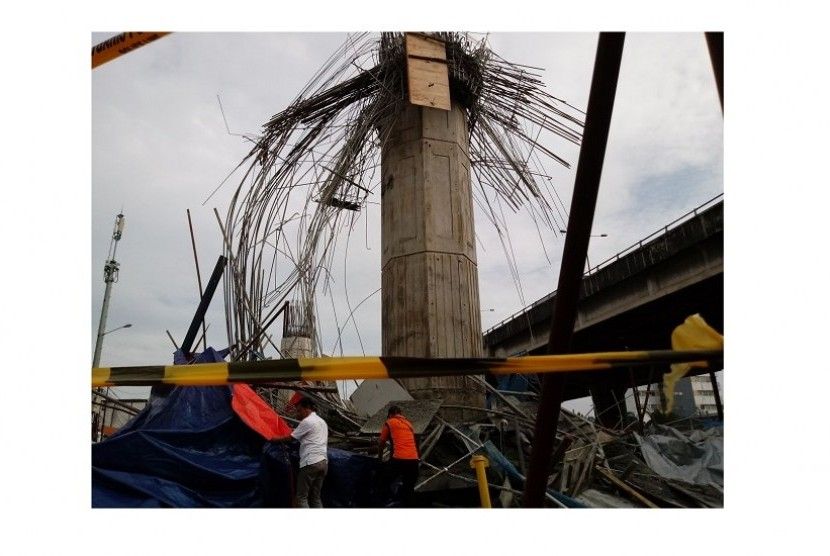 http://static.republika.co.id/uploads/images/inpicture_slide/tiang-girder-tol-becakayu-yang-roboh-_180220084113-961.jpg