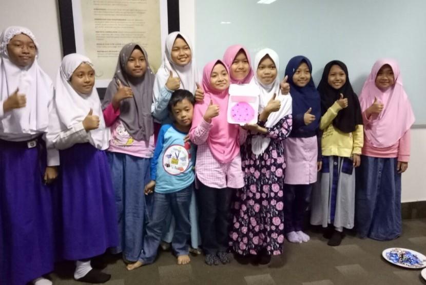 Tidak kurang dari 100 anak-anak sekolah dasar (SD) mengikuti acara di Gedung Republika, Warung Buncit, Jakarta, Sabtu (12/8).
