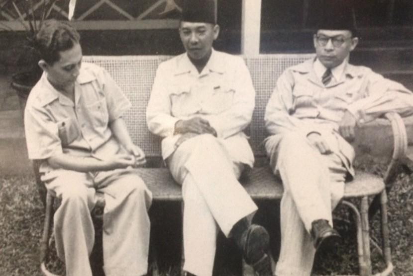 Tiga bapak bangsa Syahrir, Sukarno, Moh Hatta.