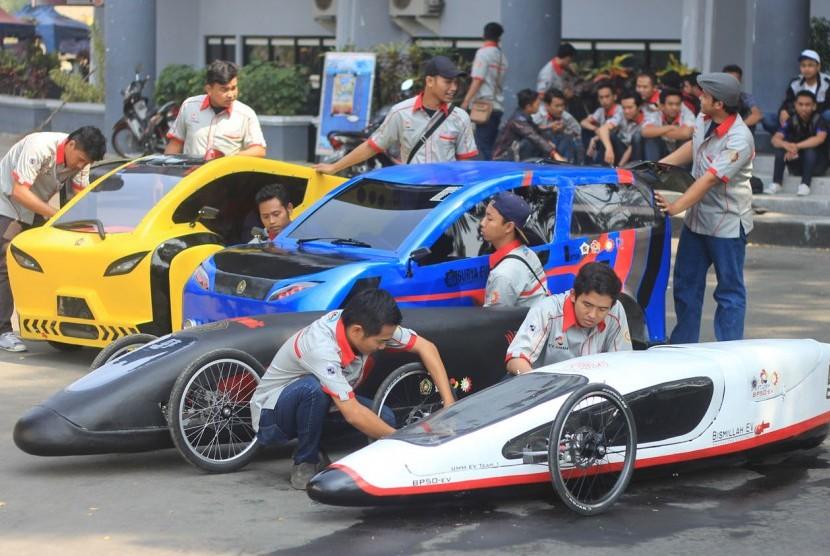 Tiga mobil hemat energi karya mahasiswa Fakultas Teknik (FT) UMM.