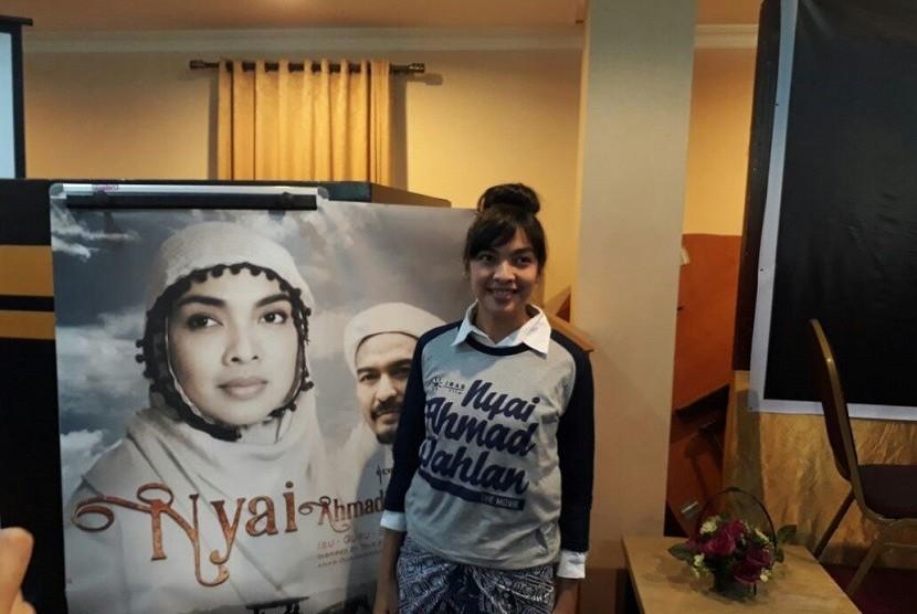 Tika Bravani perankan tokoh Nyai Ahmad Dahlan di film berjudul sama