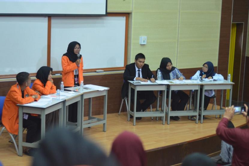Tim Debat Universitas Ahmad Dahlan (UAD) saat berlaga di lomba debat internasional di Universitas Teknologi Mata (UiTM) Malaysia.
