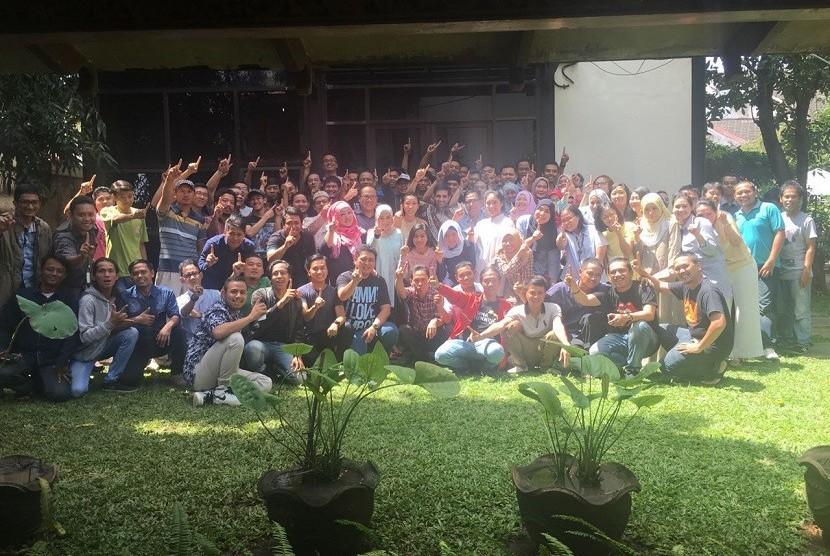 Tim Falcon Pictures melakukan perayaan sederhana atas kesuksesan Warkop DKI Reborn: Jangkrik Bos Part 1